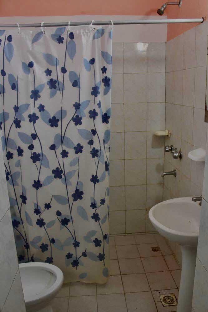 Baño—Alquiler-por-dia-en-Santa-Teresita—Vacaciones-Hostal-Habitaciones-(9)