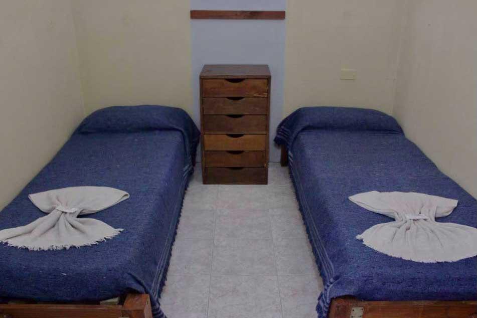 Habitacion-Doble—Alquiler-por-dia-en-Santa-Teresita—Vacaciones-Hostal-Habitaciones-(3)