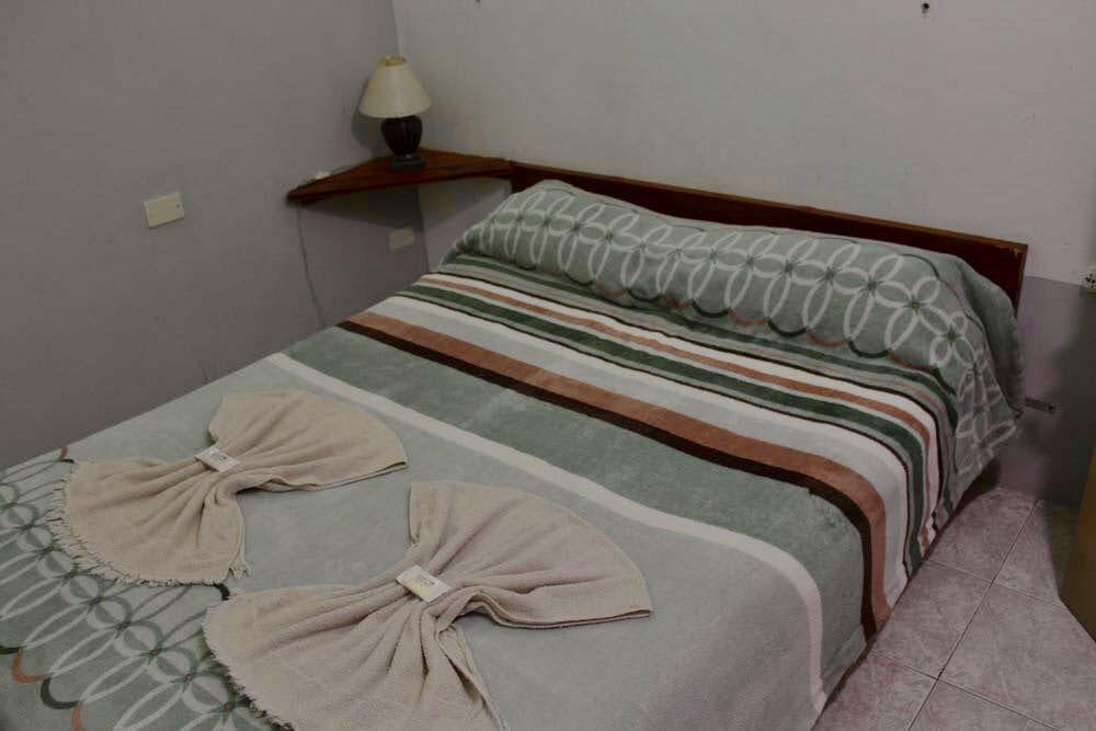 Habitacion-Matrimonial—Alquiler-por-dia-en-Santa-Teresita—Vacaciones-Hostal-Habitaciones-(7)