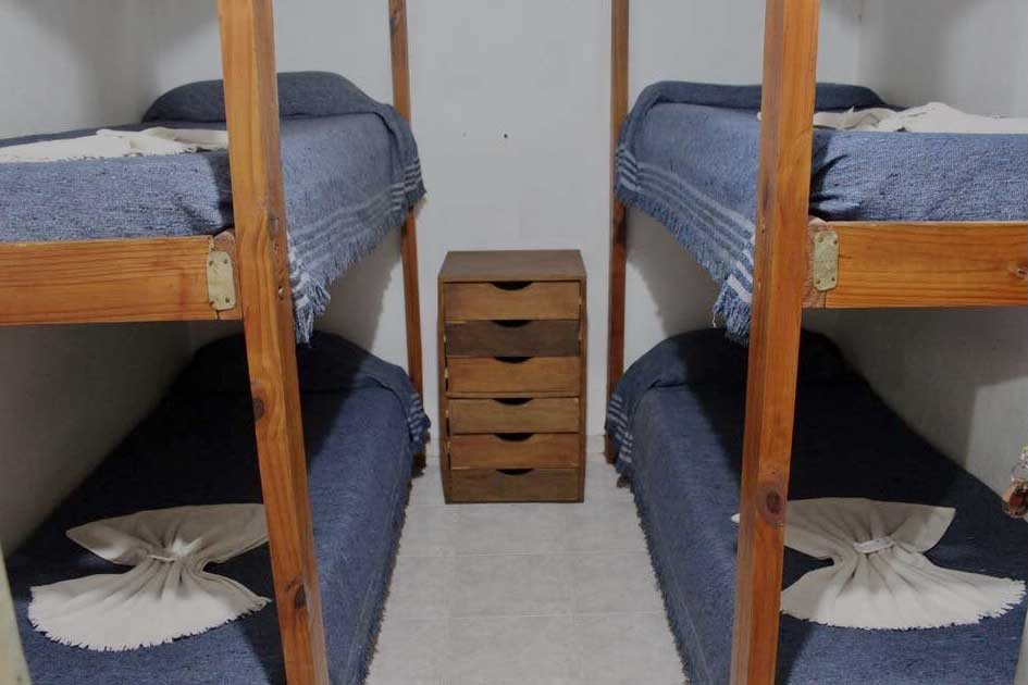 Habitacion-cuadruple—Alquiler-por-dia-en-Santa-Teresita—Vacaciones-Hostal-Habitaciones-(5)