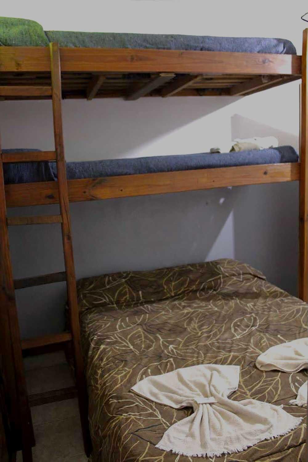 Habitacion-cuadruple—Alquiler-por-dia-en-Santa-Teresita—Vacaciones-Hostal-Habitaciones-(6)